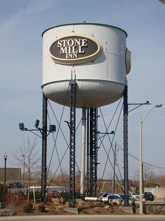 Stone Mill Inn: Water Tower Sign