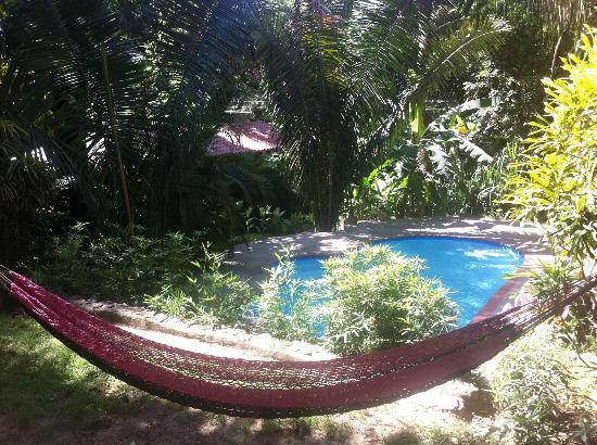 Cuesta Arriba Hotel: poolside