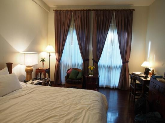 Baan Klang Wiang: Room with double bed