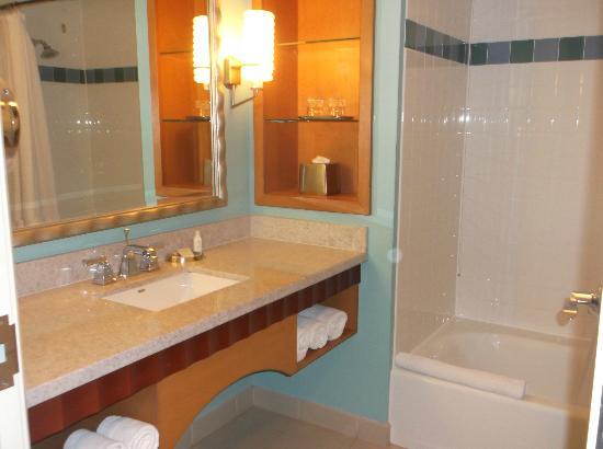 Renaissance Curacao Resort & Casino: el baño