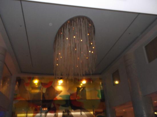 Renaissance Curacao Resort & Casino: esta es la lampara del loby