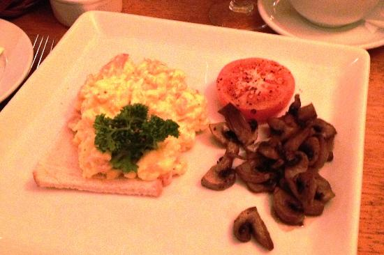 Davitts Kenmare Guesthouse: Scrambled Eggs with Smoked Salmon