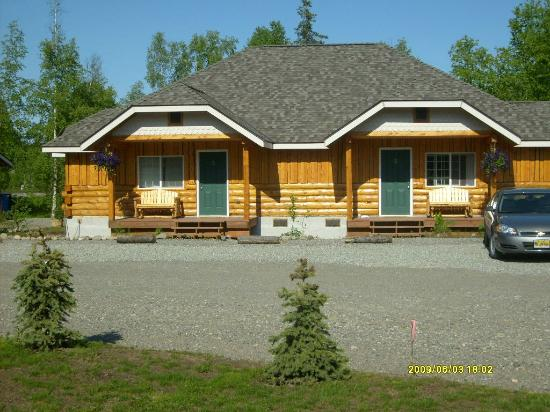 Denali Fireside Cabins & Suites: front view