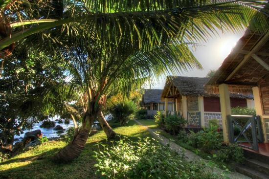 Hotel Le Rocher: View on bungalows