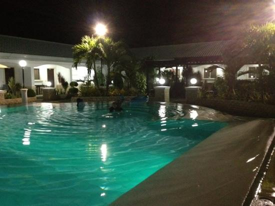 Panglao Regents Park Resort: by the pool