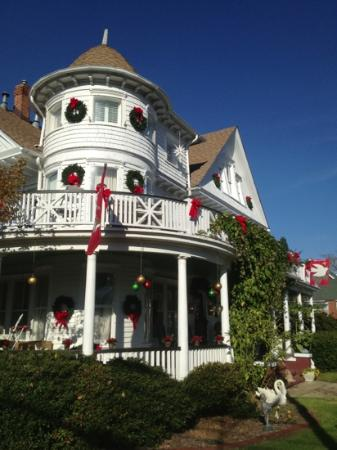 The White Doe Inn Bed & Breakfast: White Dow Christmas