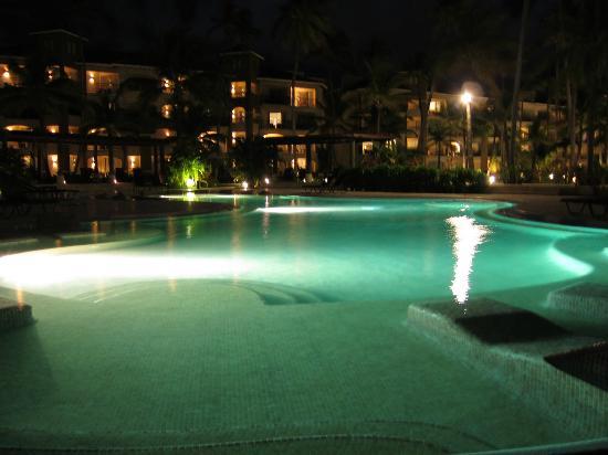 Now Larimar Punta Cana: Pool at night