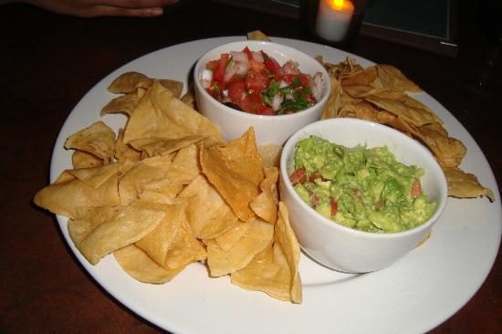 La Esquina: chips and guacomole