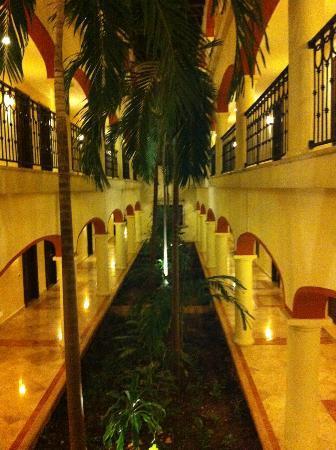 Secrets Capri Riviera Cancun: Hallway