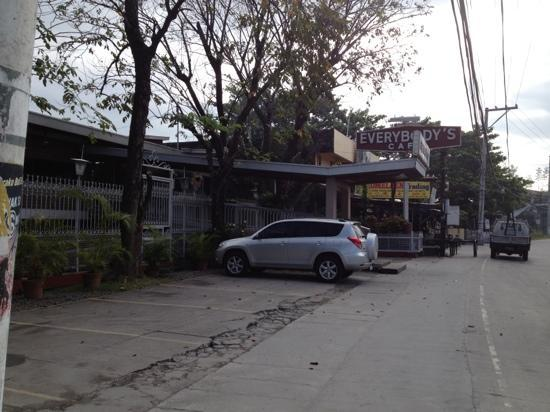 Everybody's Cafe: To find it in San Fernando, is an adventure in itself. :)