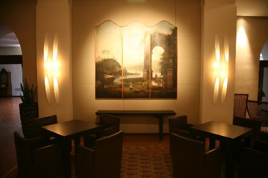 Park Hotel Ai Cappuccini: One of several sitting areas
