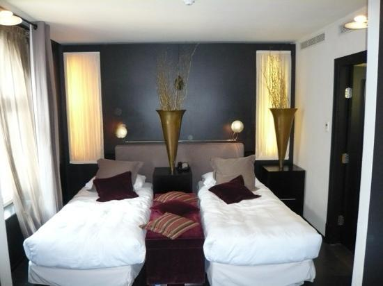 "Baglioni Hotel London: easy tp push together to make an ""American"" size bed"
