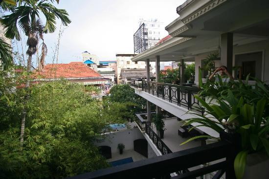 โรงแรมไนน์: 3rd floor balcony view