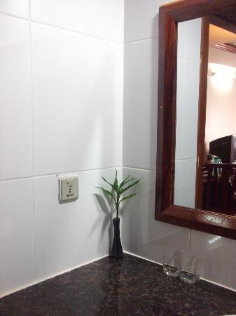 Angkor Pearl Hotel: clean toilet