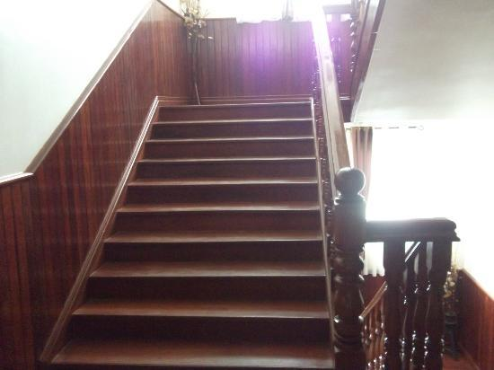 Angkor Pearl Hotel: no lifts, 3 floors total