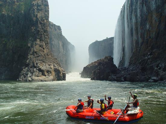 Victoriawatervallen, Zimbabwe: Enjoy the view of the Victoria Falls from the bottom with Shockwave Adventures only