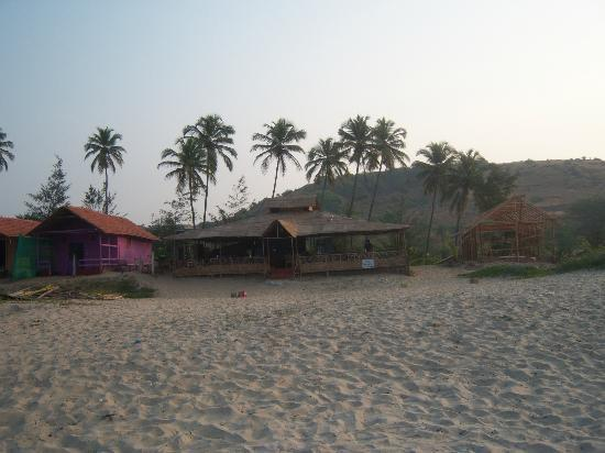 Molly's Nest: View from the beach at restaurant and one of the huts