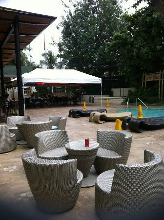 Cebu City Marriott Hotel: pool area
