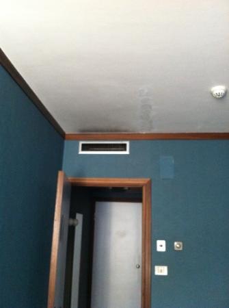 Hotel Abruzzi : ingresso stanza