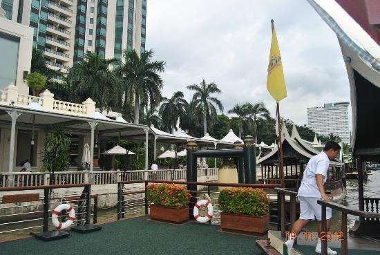 The Peninsula Bangkok: At the river