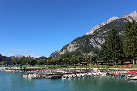Hotel Lido Rooms & Apartments: Bergsport en watersport op loopafstand