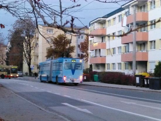 Arena City Hotel Salzburg: ホテル前の風景
