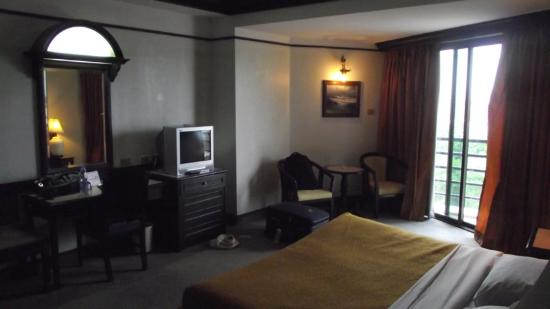Town In Town Hotel Pattaya: room from inside