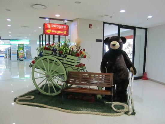 Golden Sky Resort: A teddy bear retail shop at Lobby