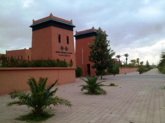 SENTIDO Kenzi Menara Palace: Entrance as seen from the Boulevard Mohamed VI