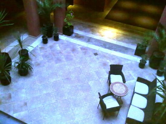 SENTIDO Kenzi Menara Palace: Groups of hotel rooms are placed around a small courtyard