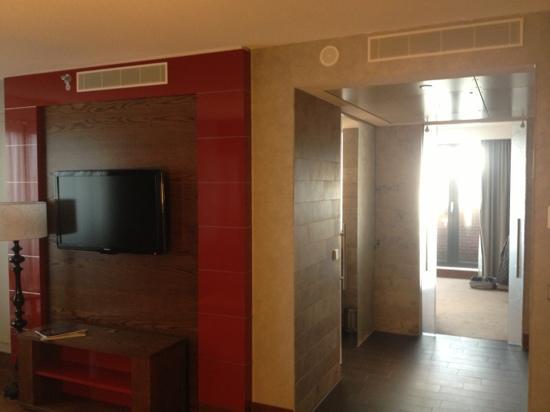 Hilton The Hague: doorkijk vanuit de zitkamer