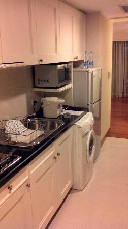 Centre Point Hotel Silom: 麻雀雖小,五臟俱全的廚房
