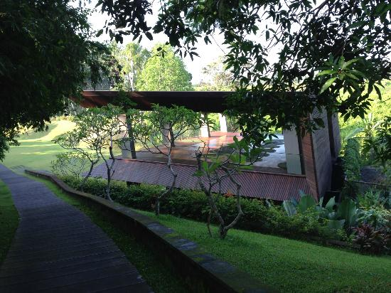 Maya Ubud Resort & Spa: Open air yoga studio- free yoga session @ 7:30am daily