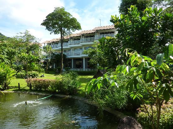 Aonang Villa Resort: Garden