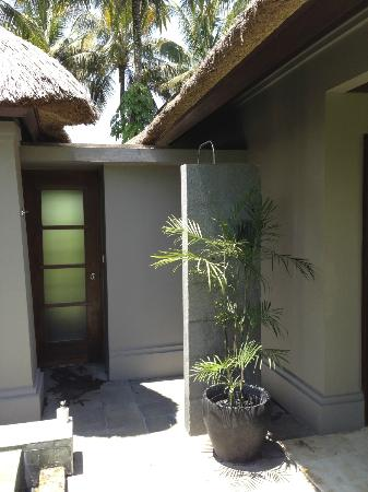 Maya Ubud Resort & Spa: open air shower, strong water pressure and plenty of hot water