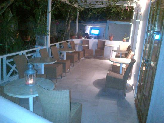 Hotel Matina : poolside bar