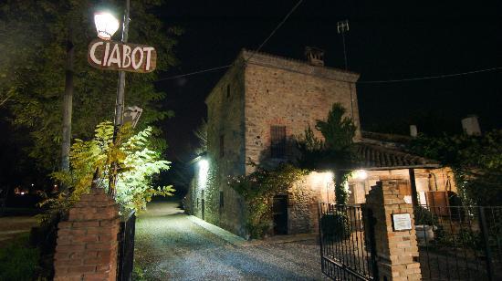 Rivanazzano Terme, إيطاليا: Ciabot dall'esterno 