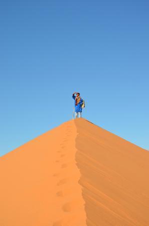 Dar Jnan Tiouira: en haut de la dune erg de Cherbi