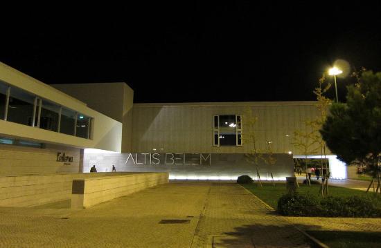 Altis Belém Hotel & Spa: Abends / Eingangsbereich
