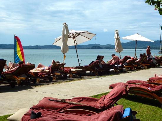 Centara Grand Beach Resort & Villas Krabi: Liegen wie die Sardinen