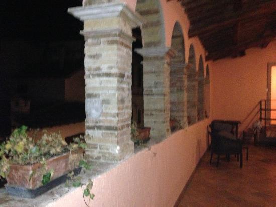 Natalini Agriturist: Portico piano superiore