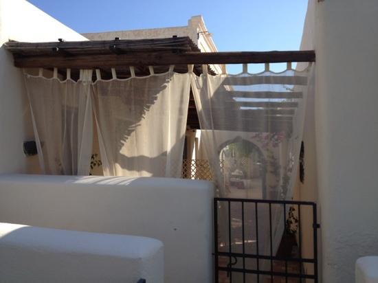 La Salina Hotel Borgo di Mare: le camere viste dai vialetti
