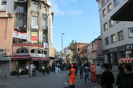 Distrik Sultanahmet: on the way to sultanahmet from sirkeci