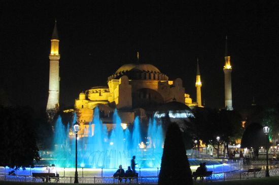 Sultanahmetdistriktet: Blue Mosque at night