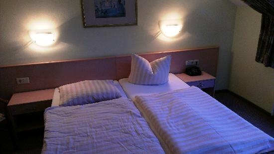 Hotel Brandenburger Hof: Bett