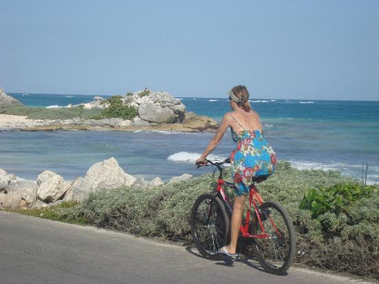 Aerolito Tulum: To the beach on bike