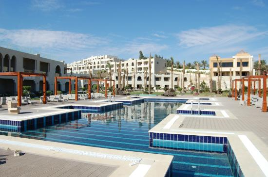 Sunrise Grand Select Arabian Beach Resort: Pool on a lower level