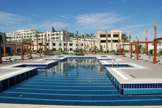 Sunrise Grand Select Arabian Beach Resort: A lower pool