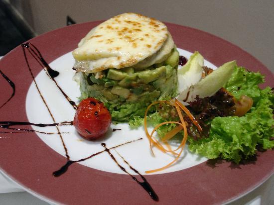 Cho Zacarías Restaurante : Goat cheese avocado salad (fine cooking)