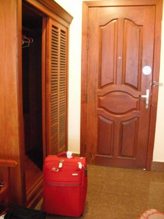 Golden Mango Inn: Teak wood wardrobe at room entrance